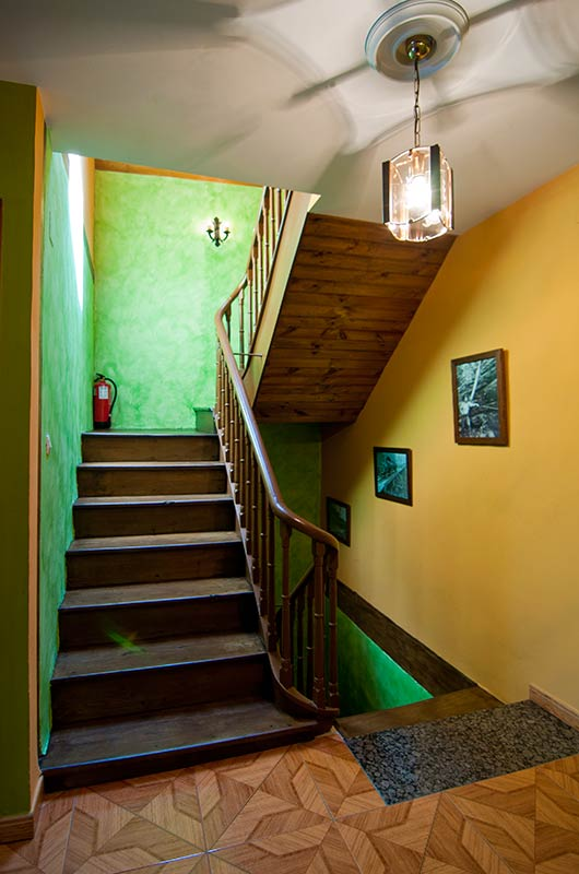 Escaleras interiores casas ideas de disenos for Escaleras interiores casas rusticas